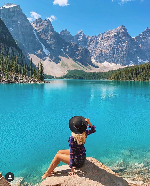 Màu nước trong xanh tại hồ Louise