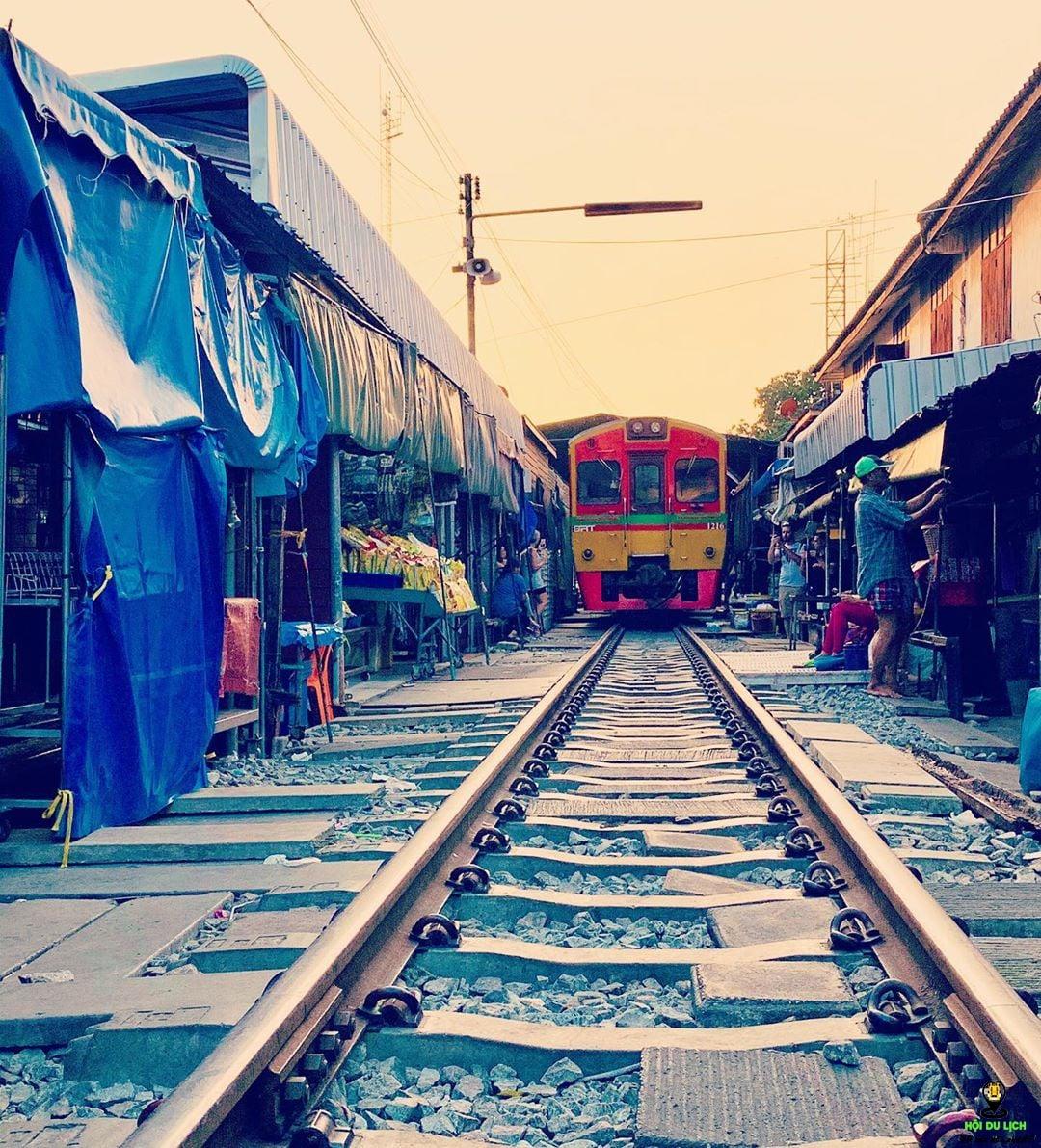 Chợ đường ray Meaklong