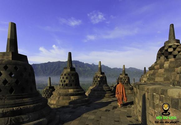 Ngôi đền Borobudur khi bình minh lên (ảnh sưu tầm)