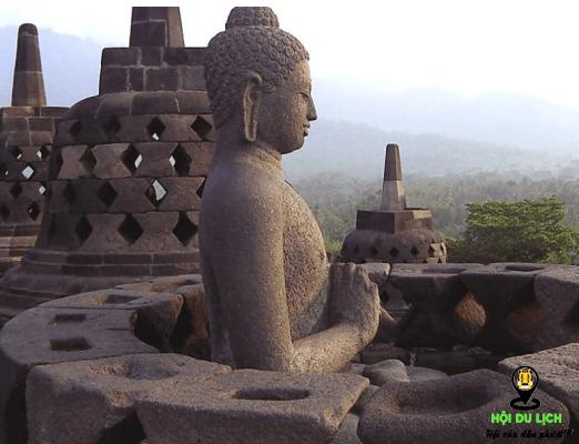 Tượng phật ở đền Borobudur (ảnh sưu tầm)