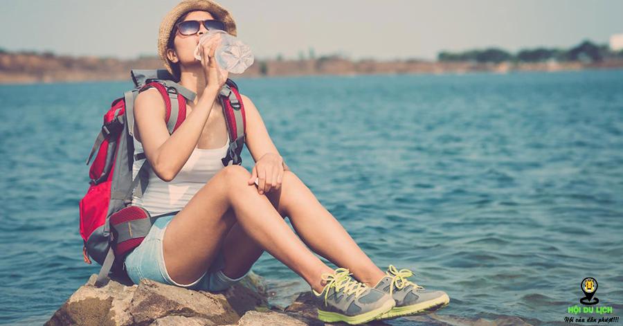 Không quên nước uống để giúp cơ thể xua tan mệt mỏi