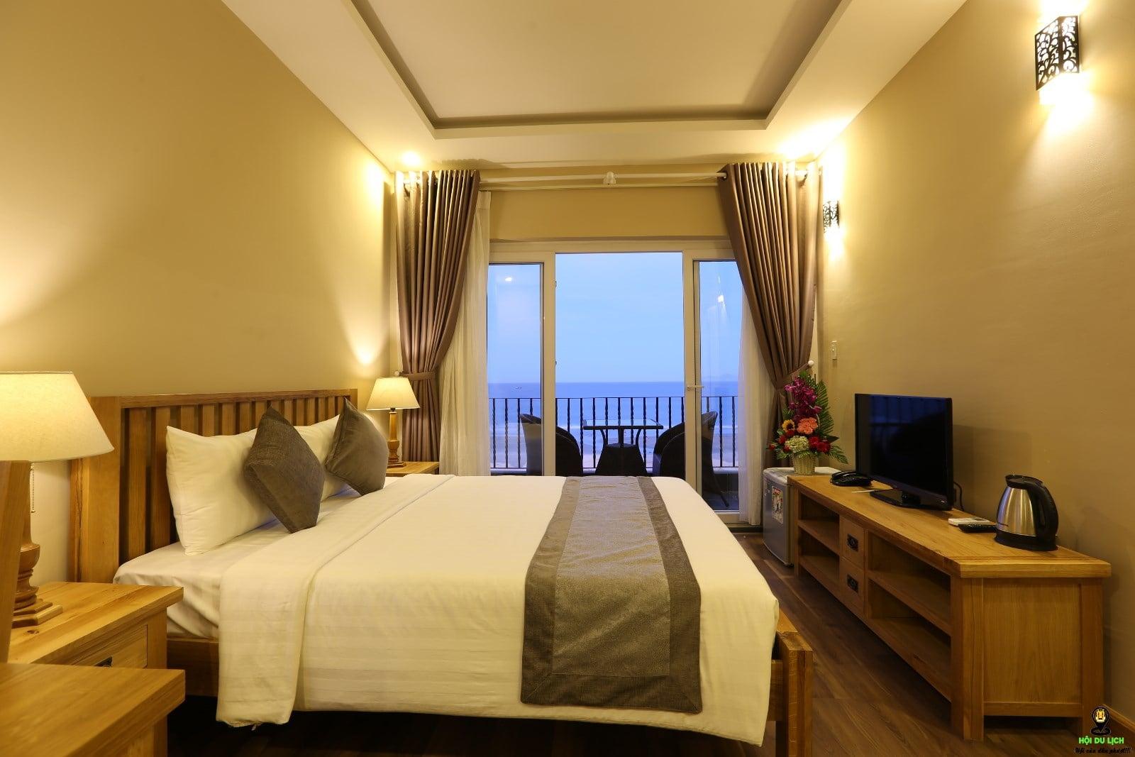 Nên book phòng khách sạn từ sớm tránh trường hợp hết phòng và giá bị đẩy lên cao hơn