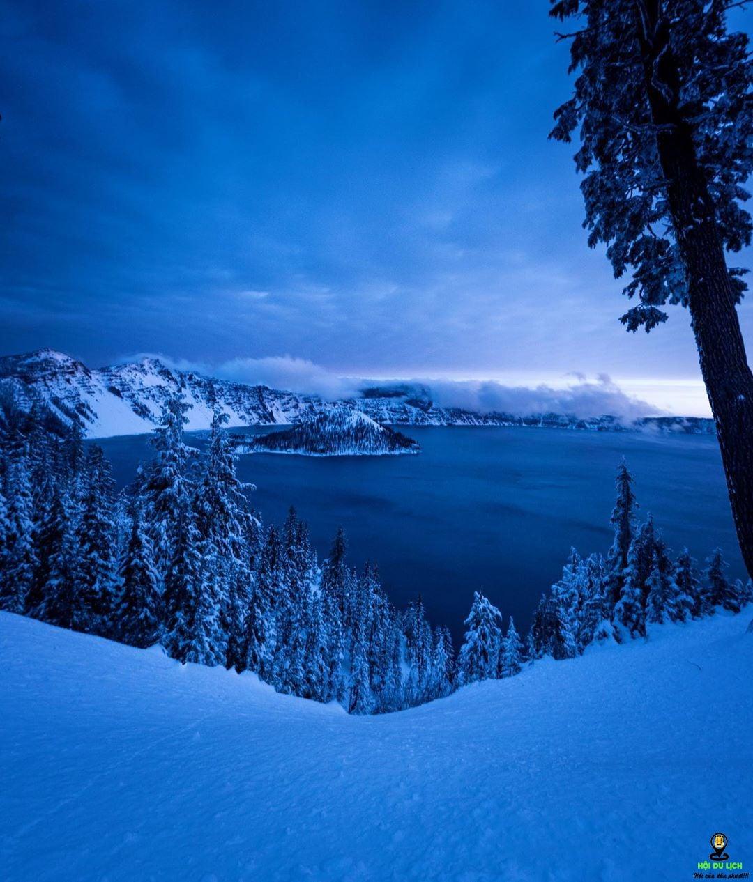 Hồ Crater về đêm