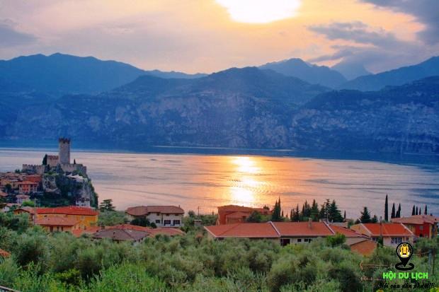 Hồ Garda mênh mông, hùng vĩ