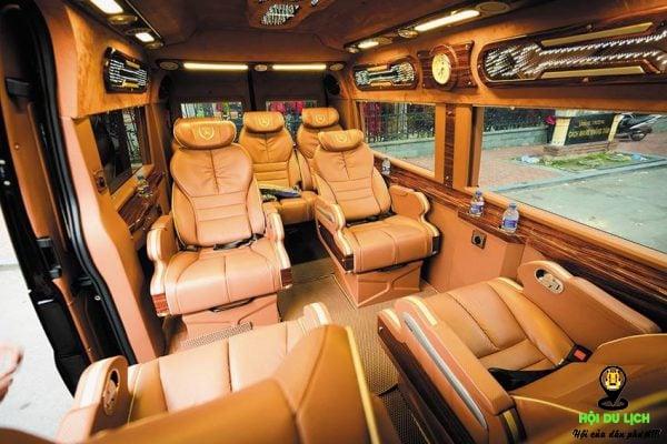 Không gian đẳng cấp bên trong xe Limousine