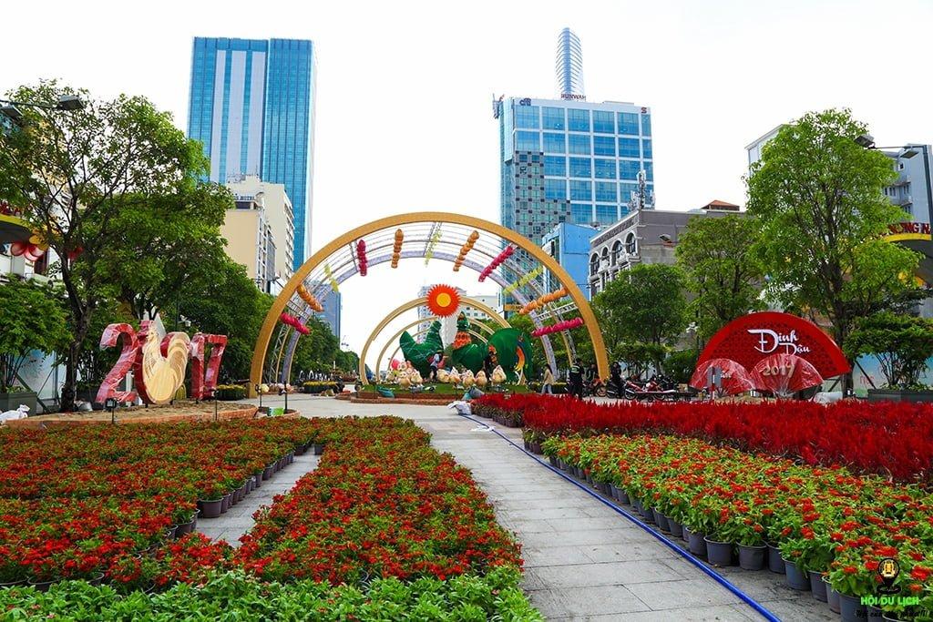 Phố đi bộ Nguyễn Huệ trang trí tết