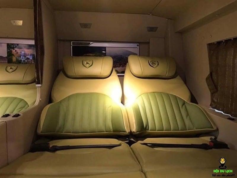 Không gian bên trong xe Limousine của nhà xe Hảo rộng rãi, tiện nghi