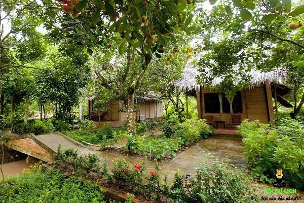 Homestay nằm giữa vườn cây ăn trái cực thích